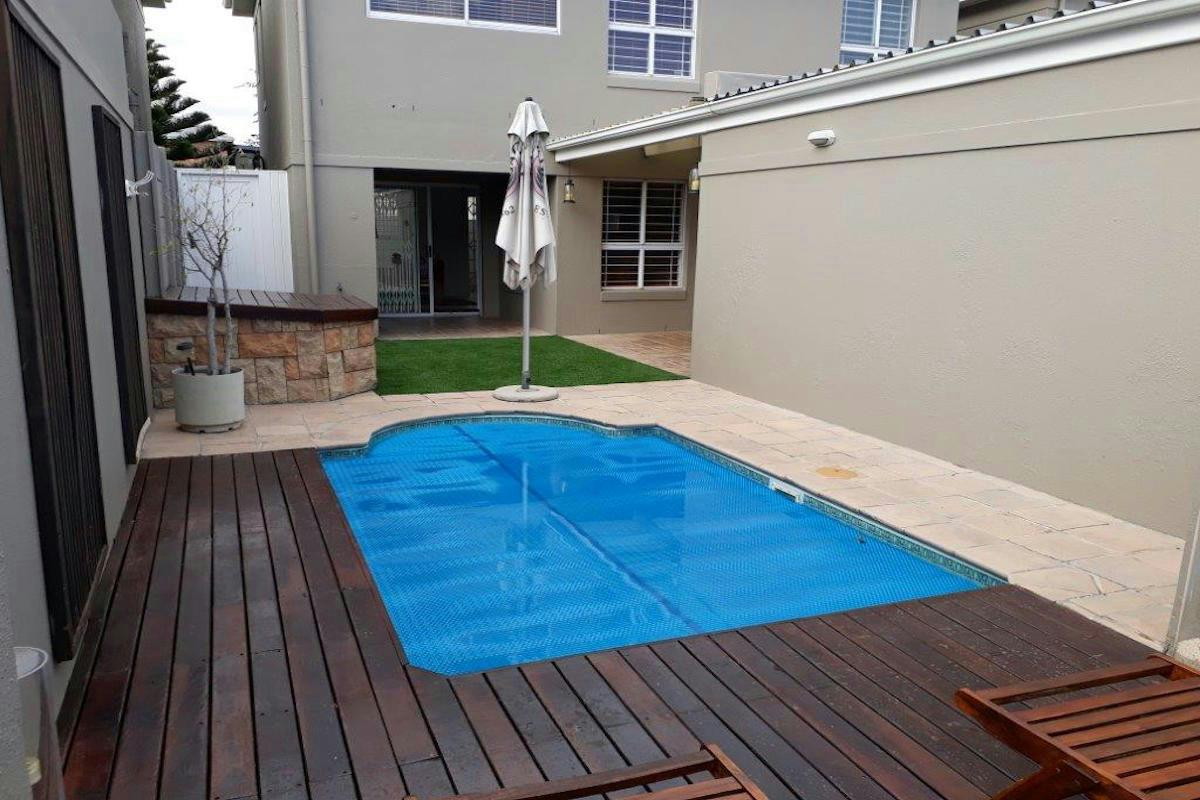 https://listing.pamgolding.co.za/Images/Properties/201804/448313/H/448313_H_18.jpg