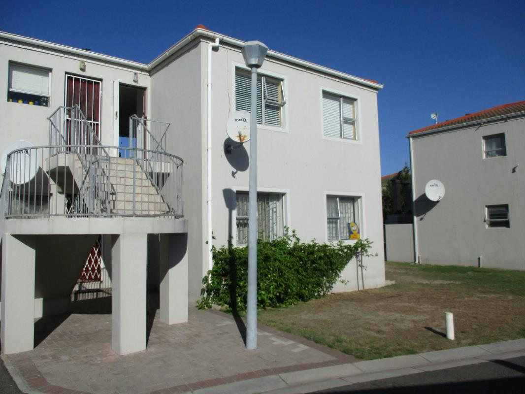 https://listing.pamgolding.co.za/Images/Properties/201804/898030/H/898030_H_1.jpg