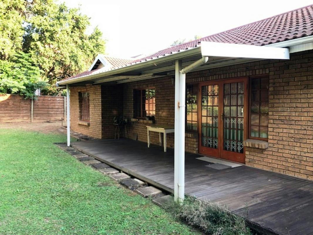 https://listing.pamgolding.co.za/Images/Properties/201805/320973/H/320973_H_17.jpg