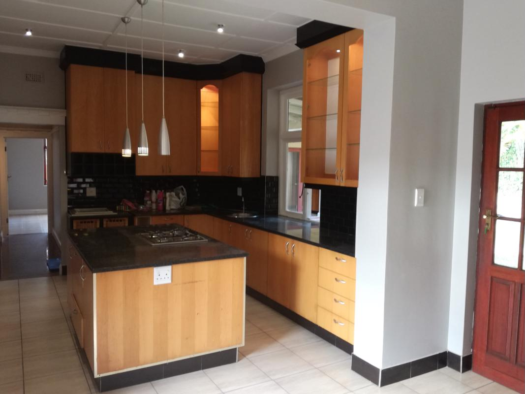 https://listing.pamgolding.co.za/images/properties/201805/886951/H/886951_H_42.jpg