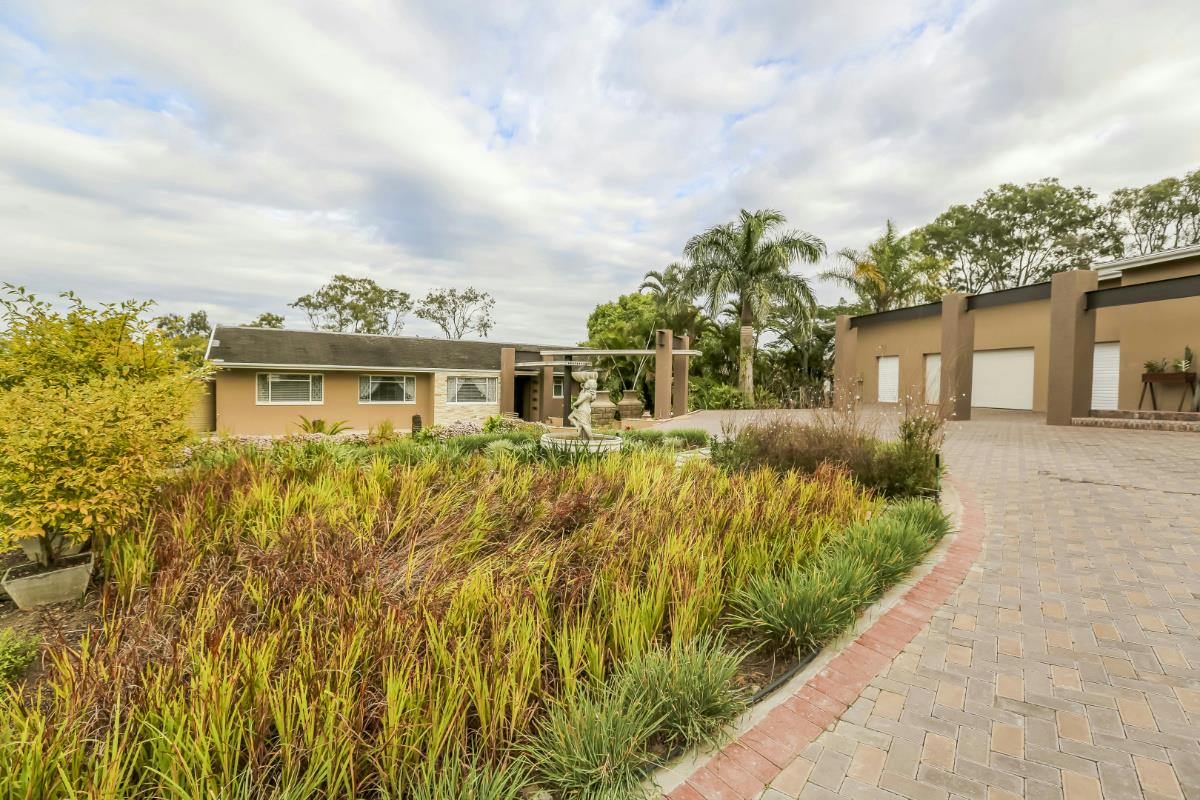 https://listing.pamgolding.co.za/Images/Properties/201805/916588/H/916588_H_45.jpg
