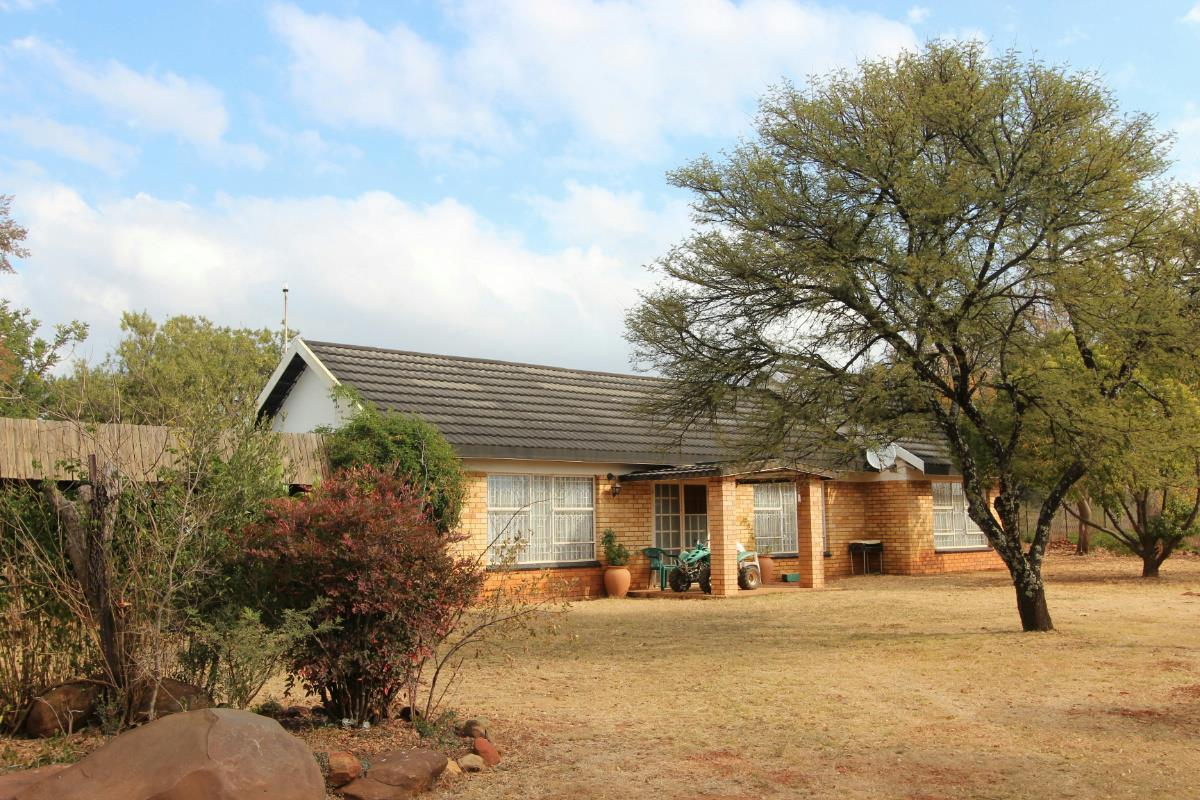 https://listing.pamgolding.co.za/Images/Properties/201806/500400/H/500400_H_24.jpg