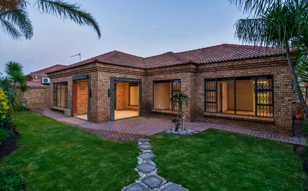 https://listing.pamgolding.co.za/Images/Properties/201806/947234/H/947234_H_24.jpg