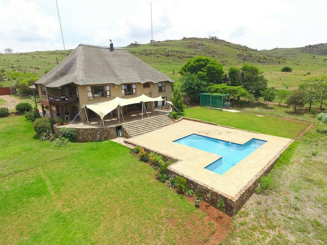 https://listing.pamgolding.co.za/Images/Properties/201806/958608/H/958608_H_1.jpg