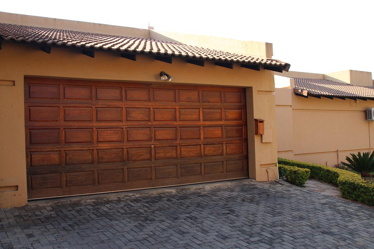 https://listing.pamgolding.co.za/images/properties/201807/1020367/H/1020367_H_14.jpg