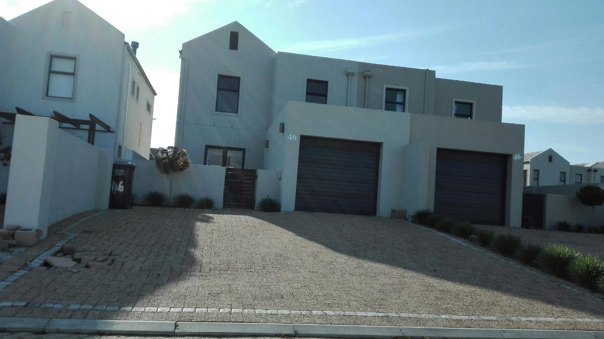 https://listing.pamgolding.co.za/Images/Properties/201807/615131/H/615131_H_15.jpg