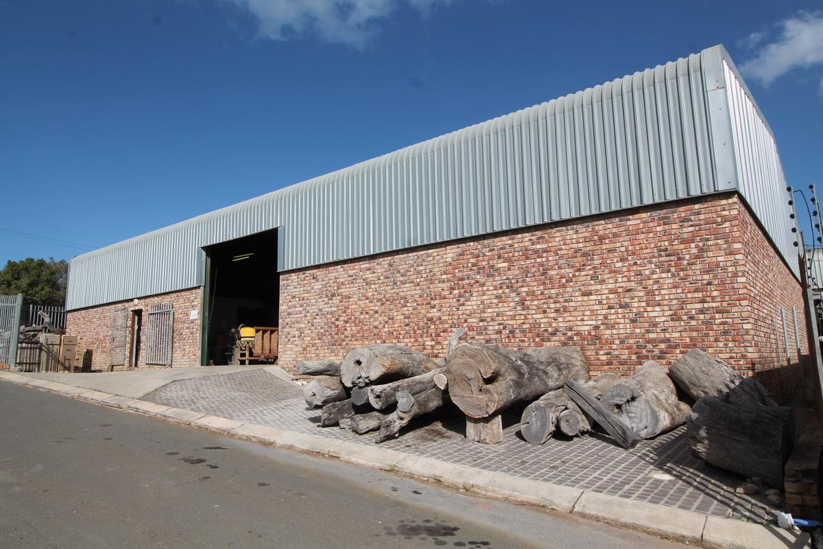 849 m² commercial industrial property for sale in East Bank