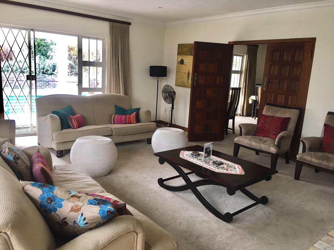 https://listing.pamgolding.co.za/images/properties/201808/1025986/H/1025986_H_1.jpg