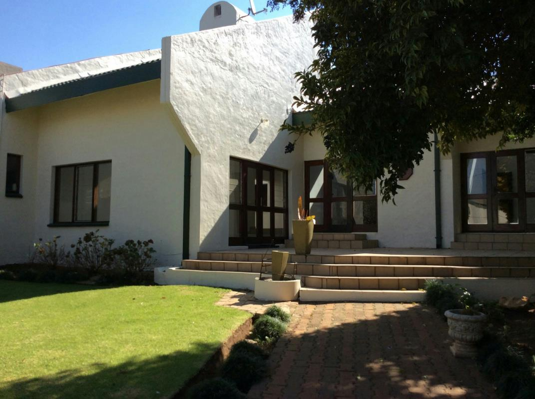 https://listing.pamgolding.co.za/Images/Properties/201808/1026306/H/1026306_H_13.jpg