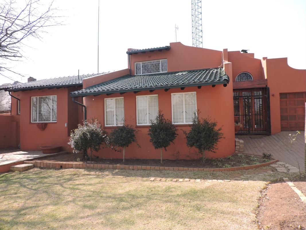 https://listing.pamgolding.co.za/images/properties/201808/1026309/H/1026309_H_2.jpg