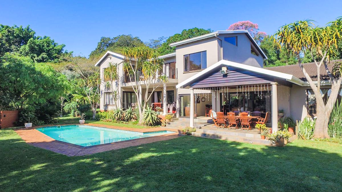 6 bedroom house to rent in Kloof