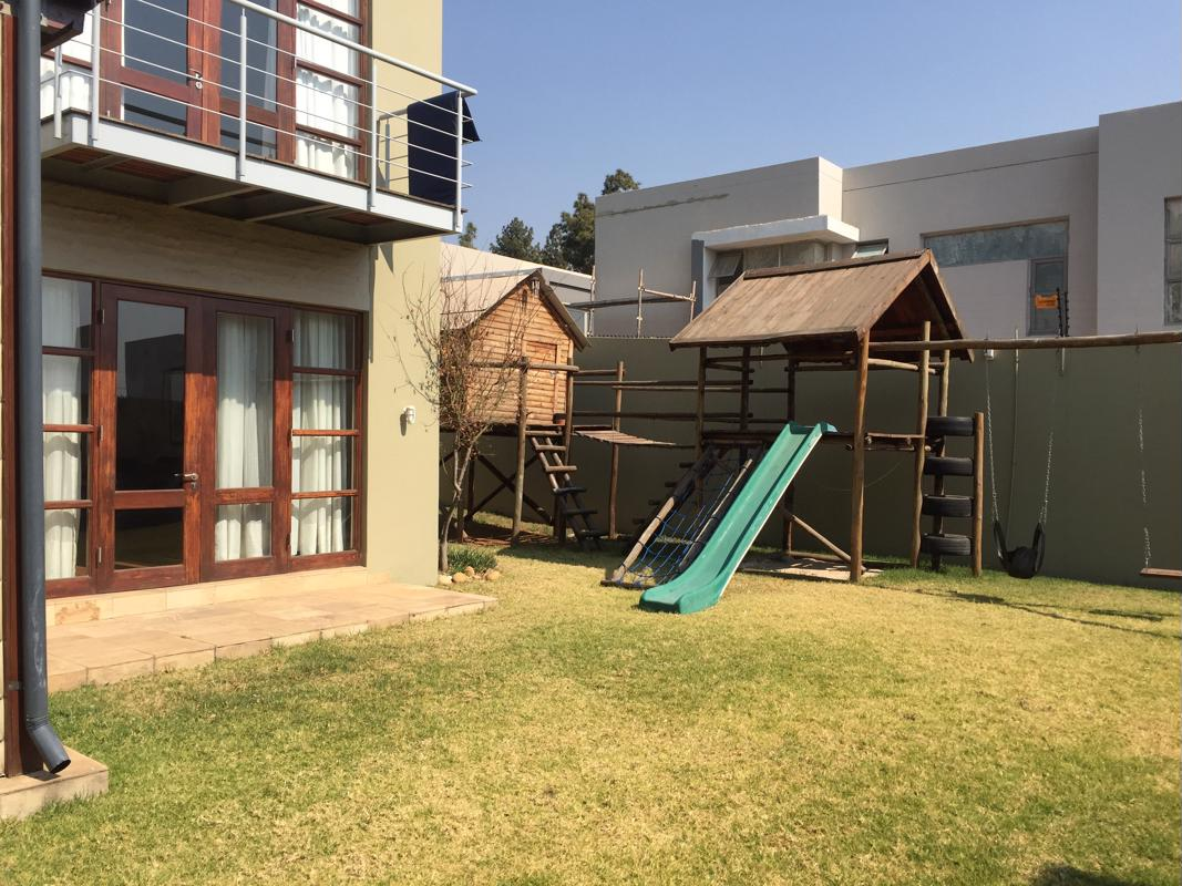 https://listing.pamgolding.co.za/images/properties/201808/1044751/H/1044751_H_1.jpg