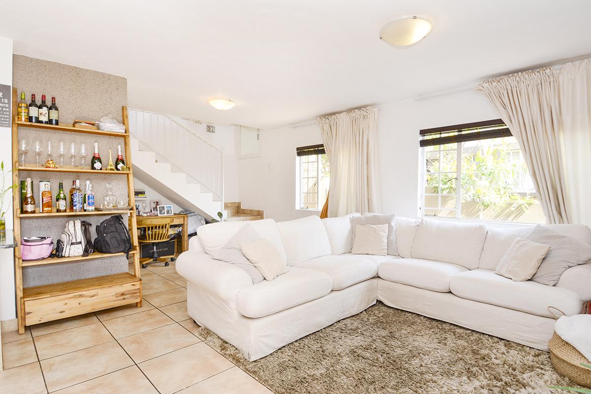 https://listing.pamgolding.co.za/images/properties/201808/1050356/H/1050356_H_7.jpg