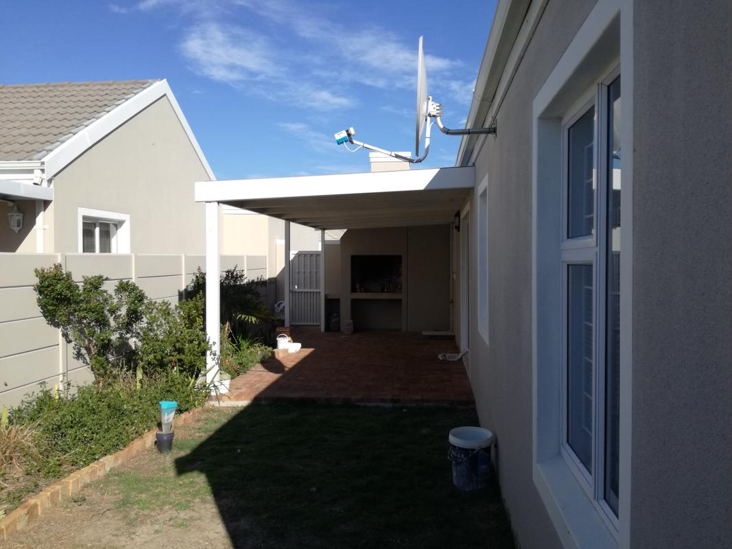 https://listing.pamgolding.co.za/images/properties/201809/1050954/H/1050954_H_1.jpg