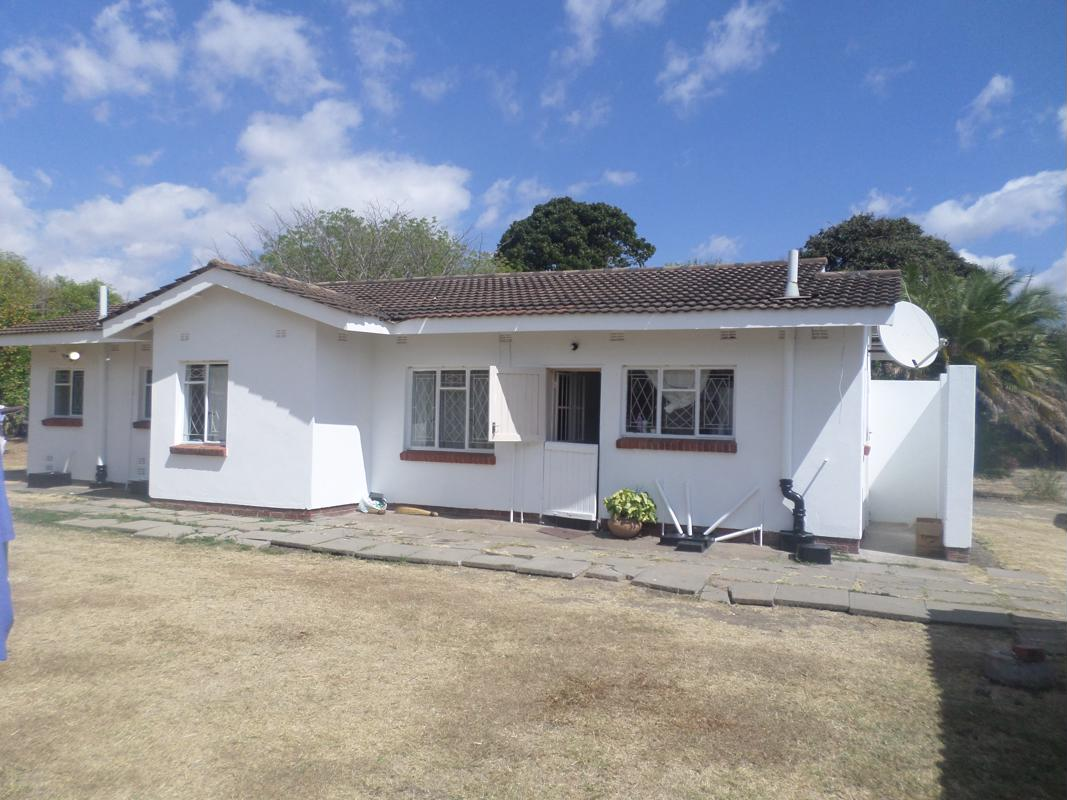 https://listing.pamgolding.co.za/images/properties/201809/1052991/H/1052991_H_1.jpg