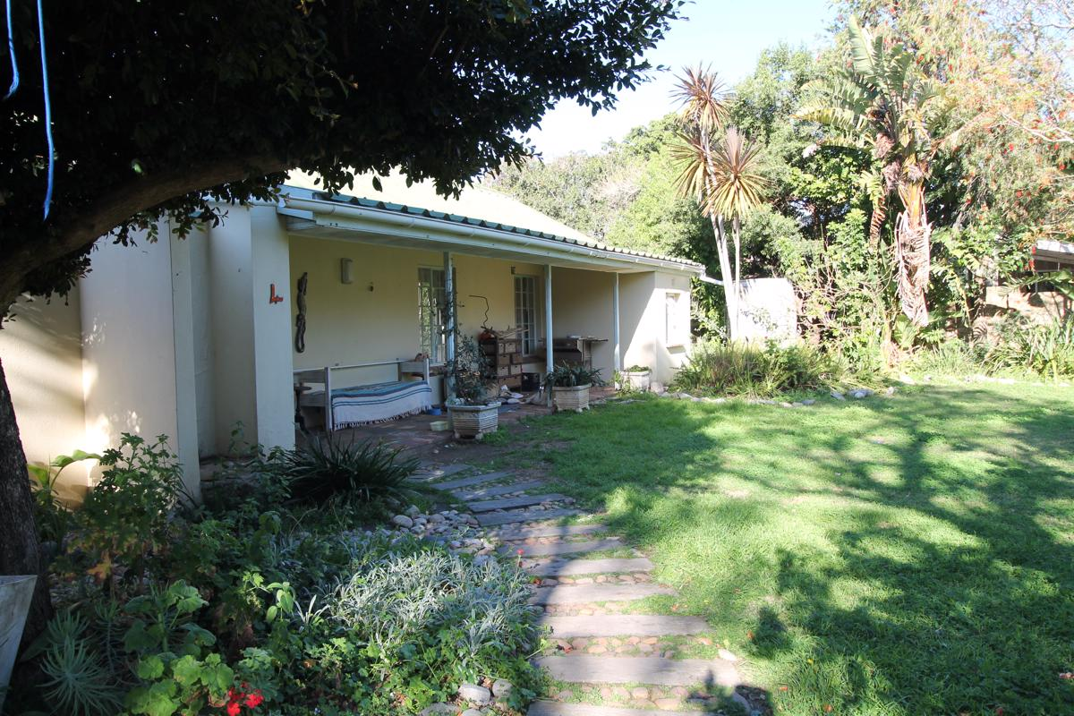 https://listing.pamgolding.co.za/images/properties/201809/1055047/H/1055047_H_32.jpg