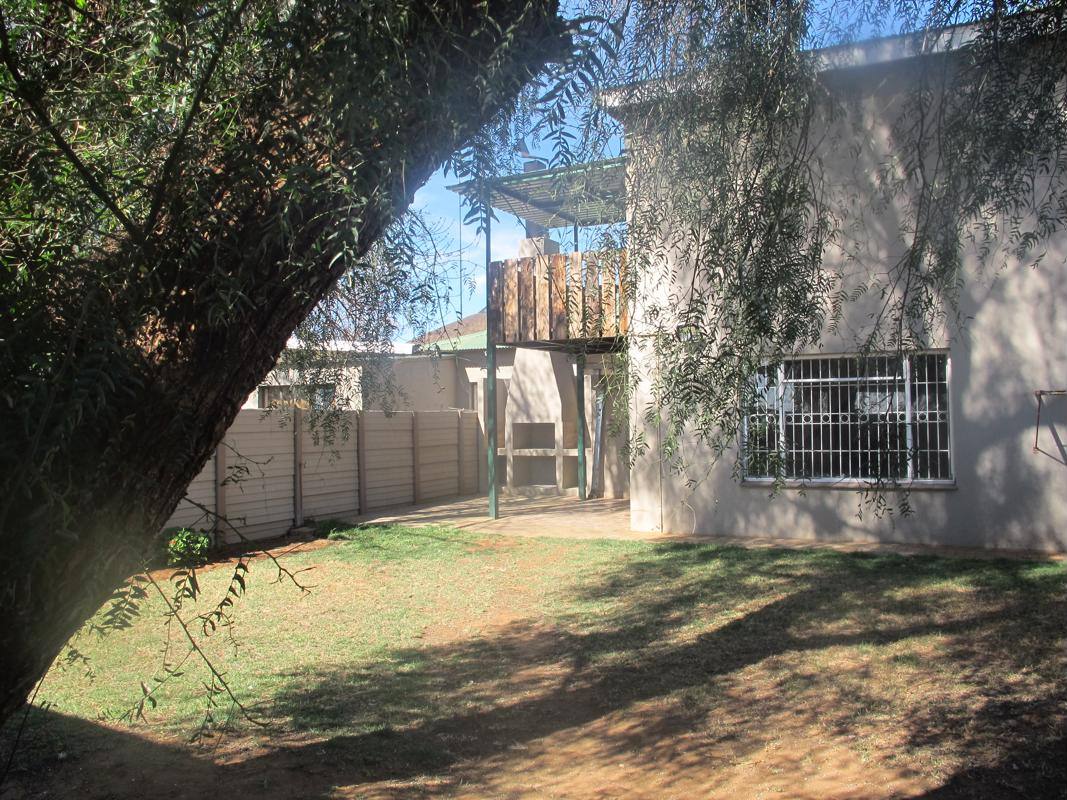 https://listing.pamgolding.co.za/images/properties/201809/1056898/H/1056898_H_1.jpg