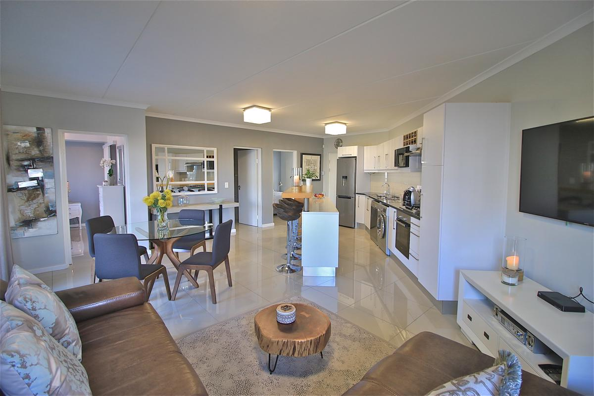 https://listing.pamgolding.co.za/images/properties/201810/1067446/H/1067446_H_1.jpg