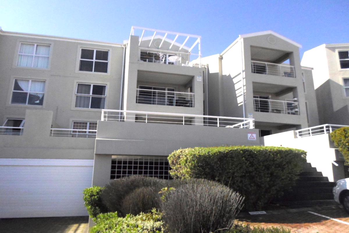 https://listing.pamgolding.co.za/images/properties/201810/1068727/H/1068727_H_1.jpg