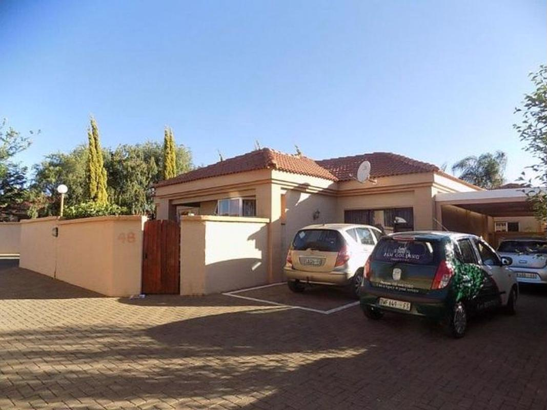 https://listing.pamgolding.co.za/images/properties/201810/1077516/H/1077516_H_1.jpg