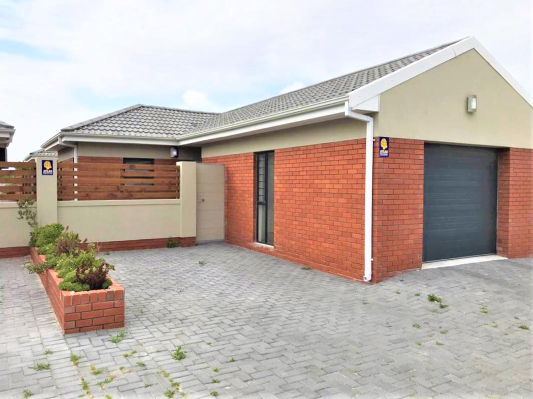 https://listing.pamgolding.co.za/images/properties/201810/1077602/H/1077602_H_30.jpg