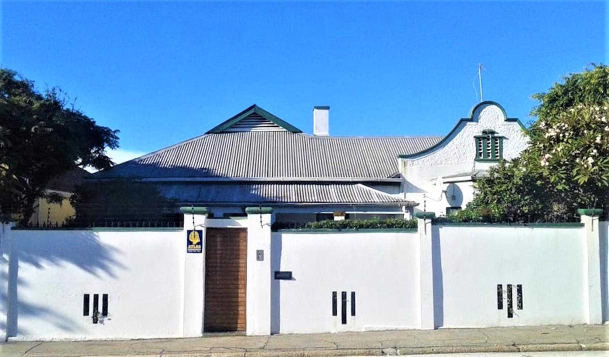 https://listing.pamgolding.co.za/images/properties/201810/1094686/H/1094686_H_15.jpg