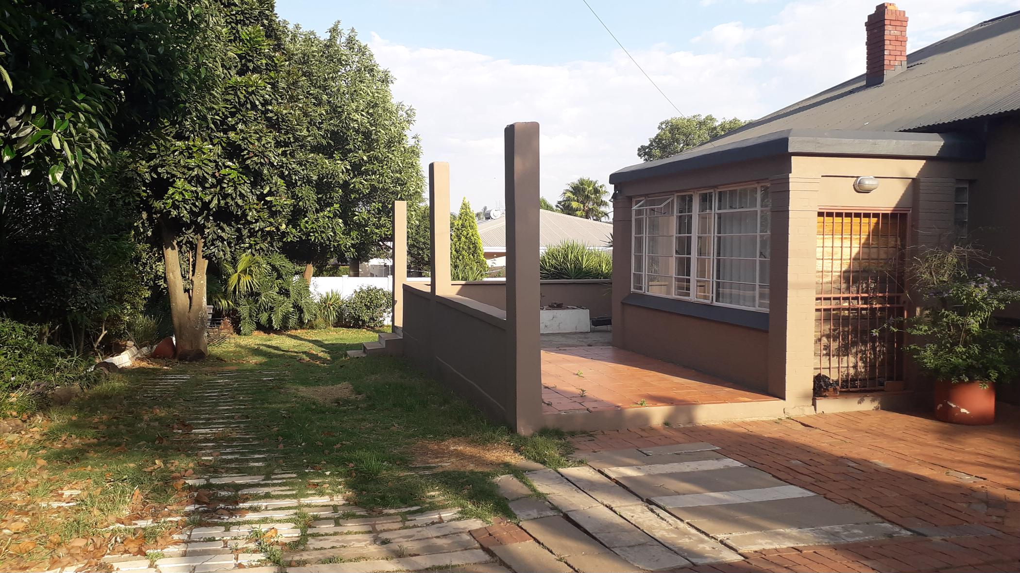 https://listing.pamgolding.co.za/images/properties/201810/1095001/H/1095001_H_3.jpg