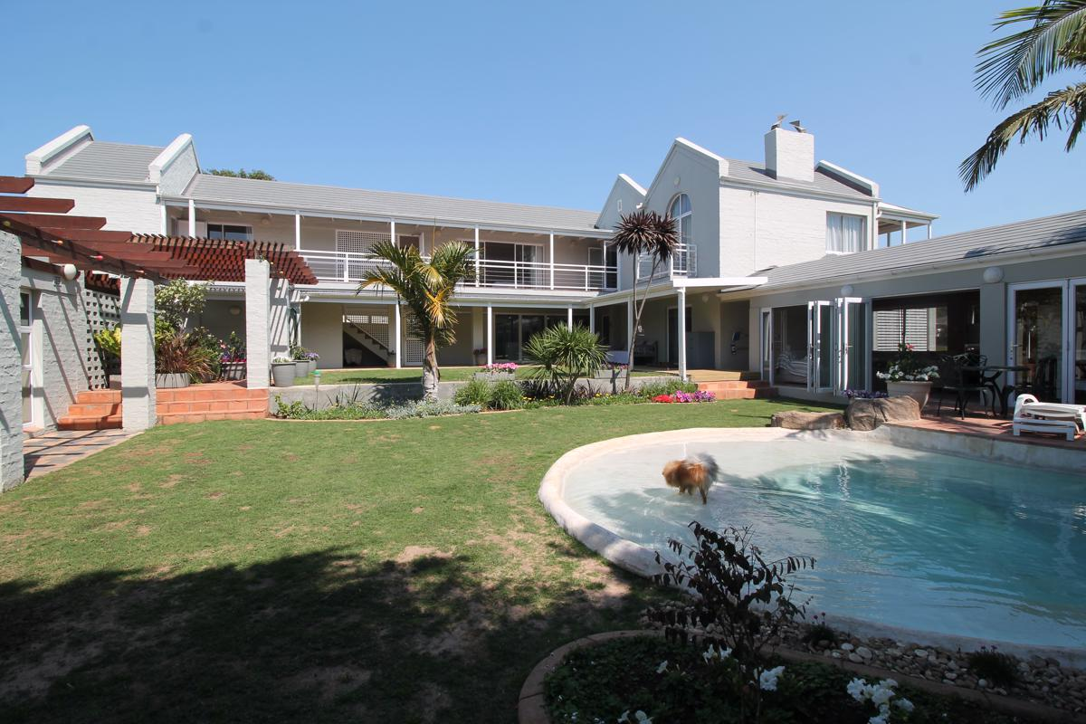 https://listing.pamgolding.co.za/images/properties/201810/314473/H/314473_H_108.jpg
