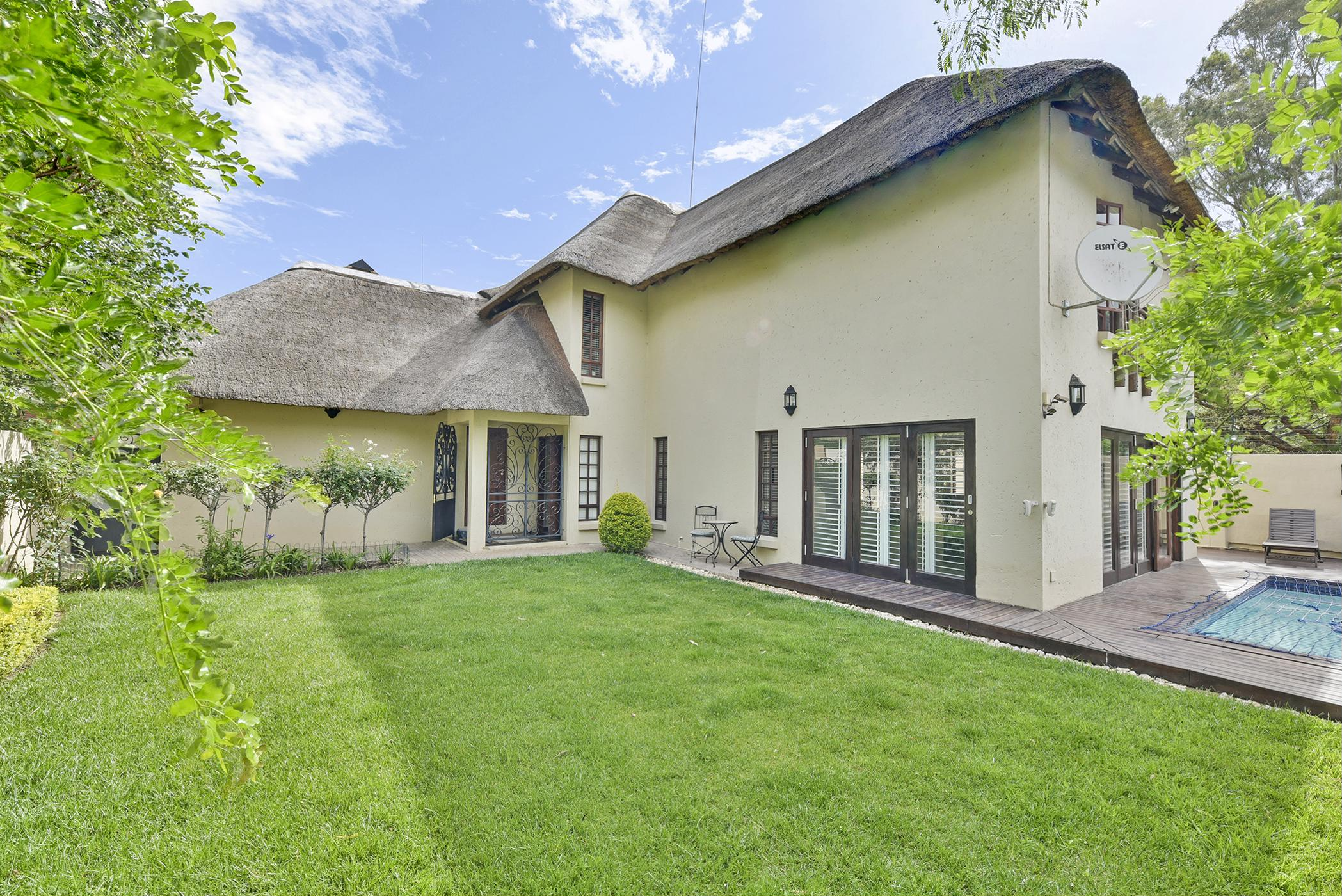 https://listing.pamgolding.co.za/images/properties/201811/1106977/H/1106977_H_9.jpg