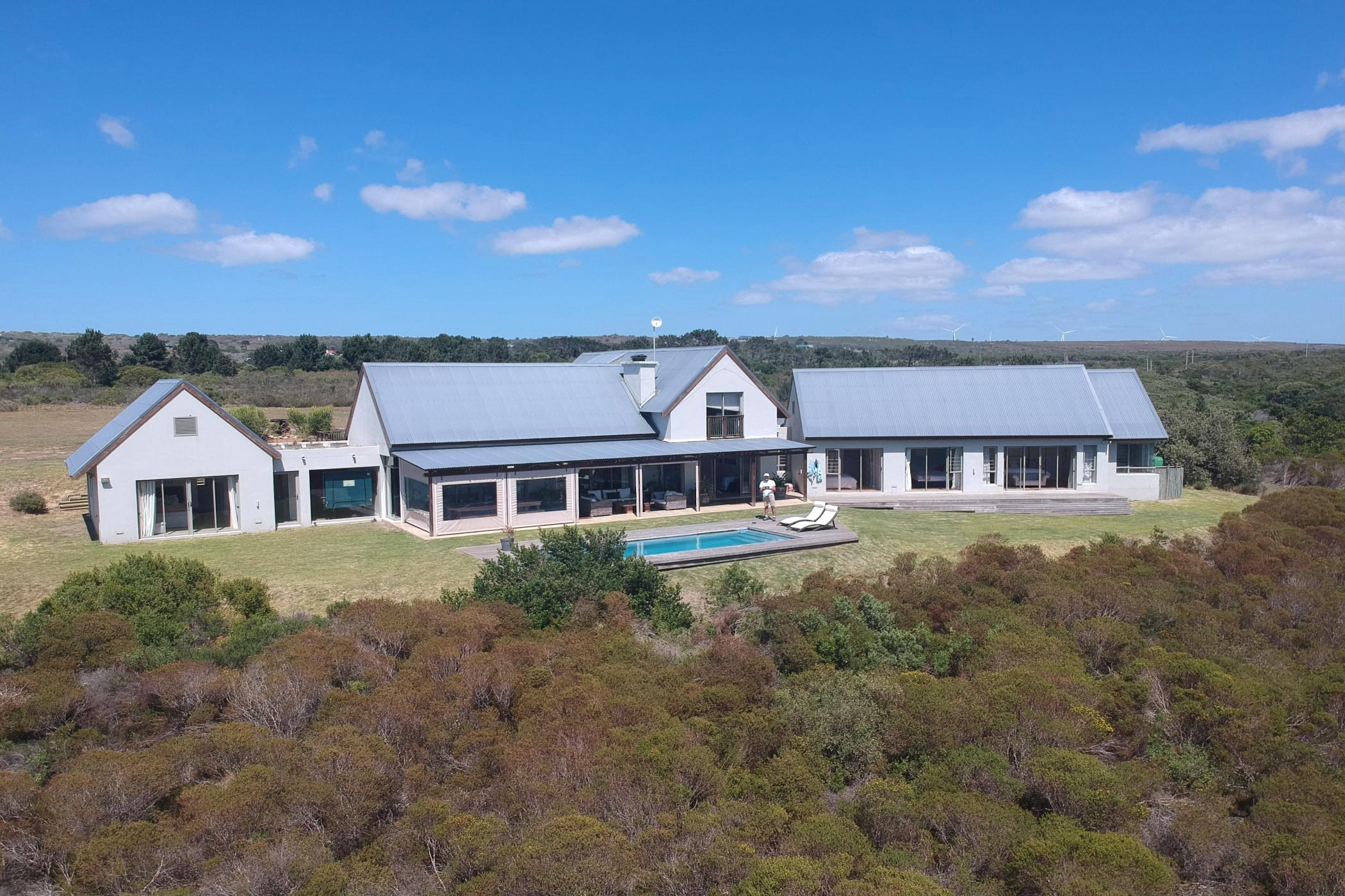 https://listing.pamgolding.co.za/images/properties/201811/1122373/H/1122373_H_21.jpg