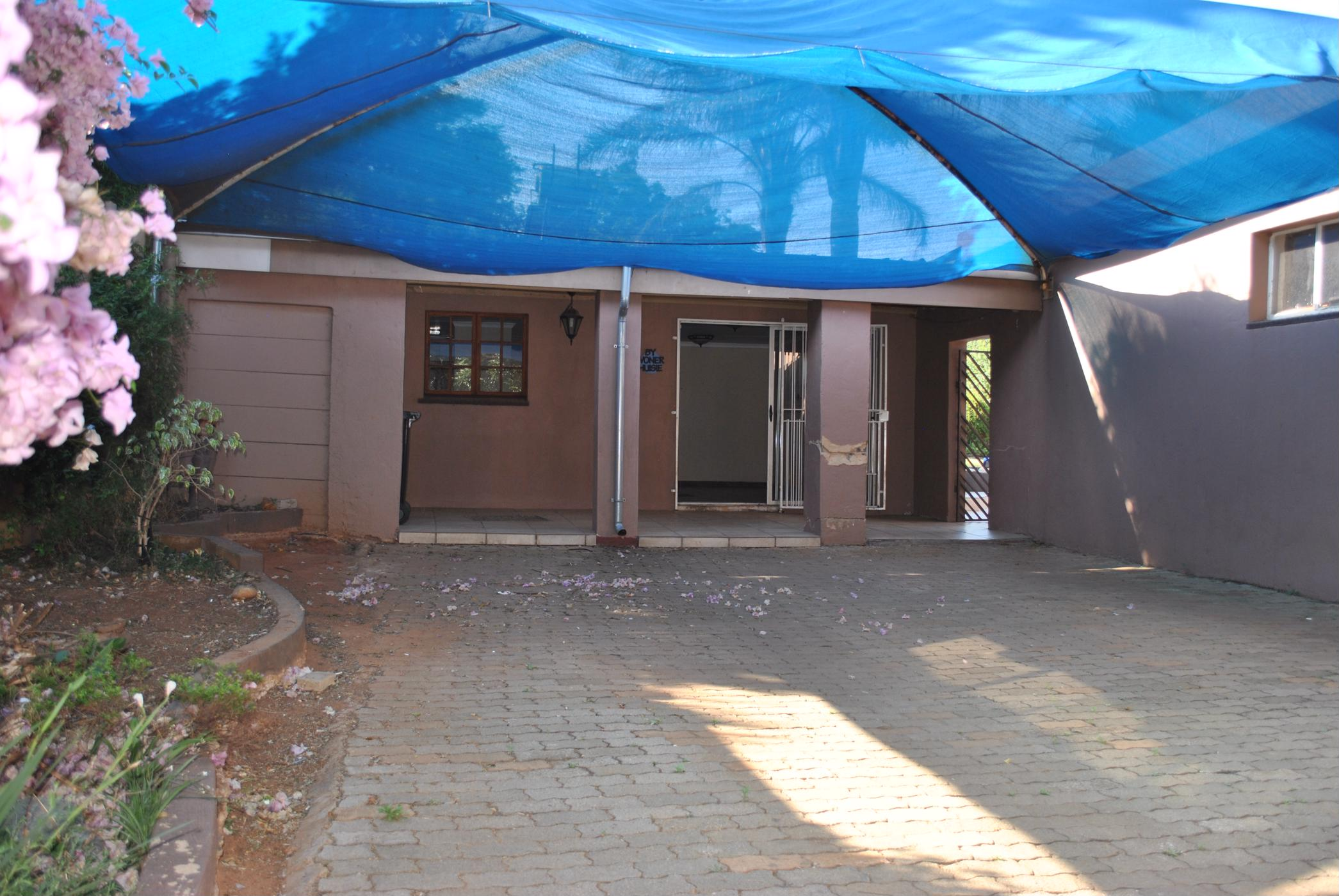 https://listing.pamgolding.co.za/images/properties/201811/1125642/H/1125642_H_1.jpg