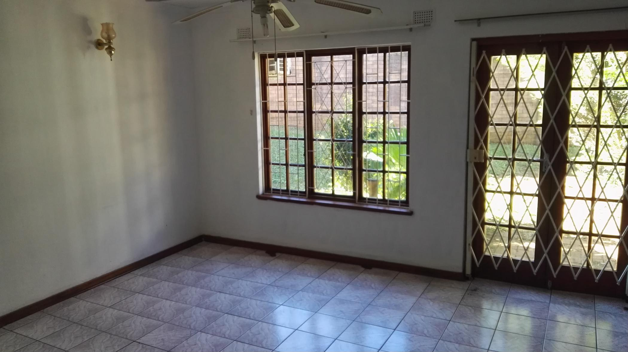 https://listing.pamgolding.co.za/images/properties/201811/1125877/H/1125877_H_1.jpg
