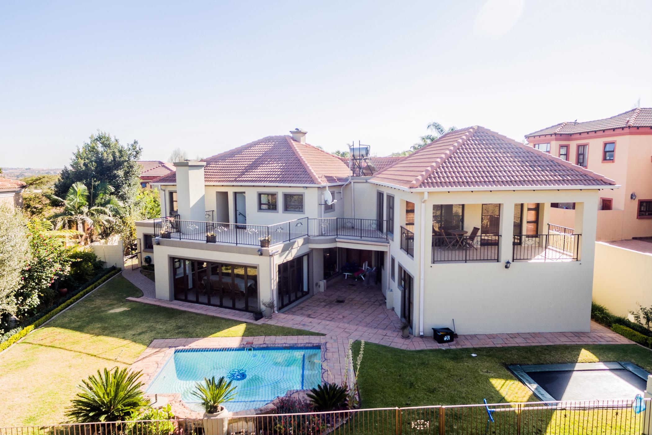 https://listing.pamgolding.co.za/images/properties/201811/1126502/H/1126502_H_33.jpg
