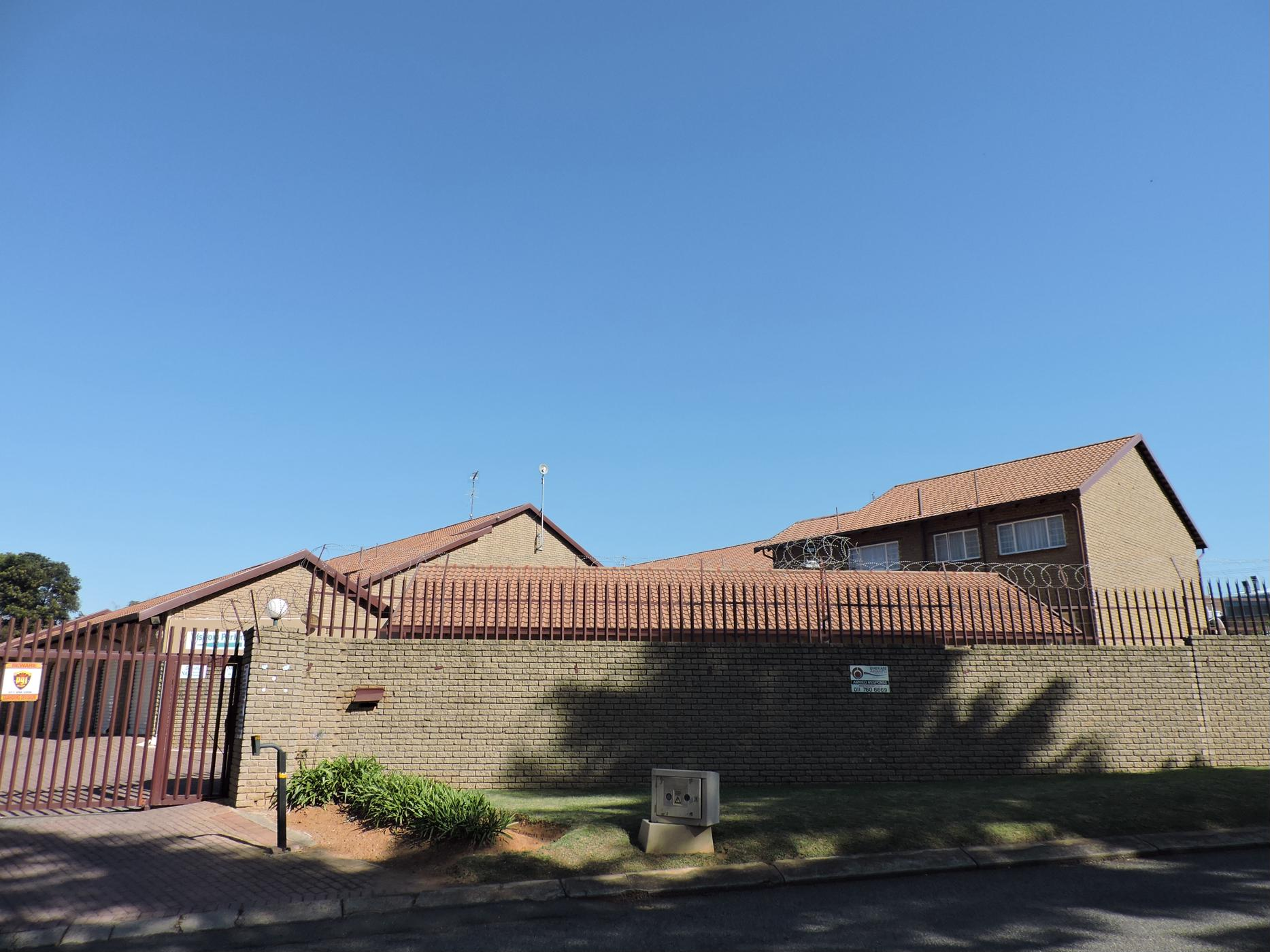 https://listing.pamgolding.co.za/images/properties/201811/1126912/H/1126912_H_12.jpg