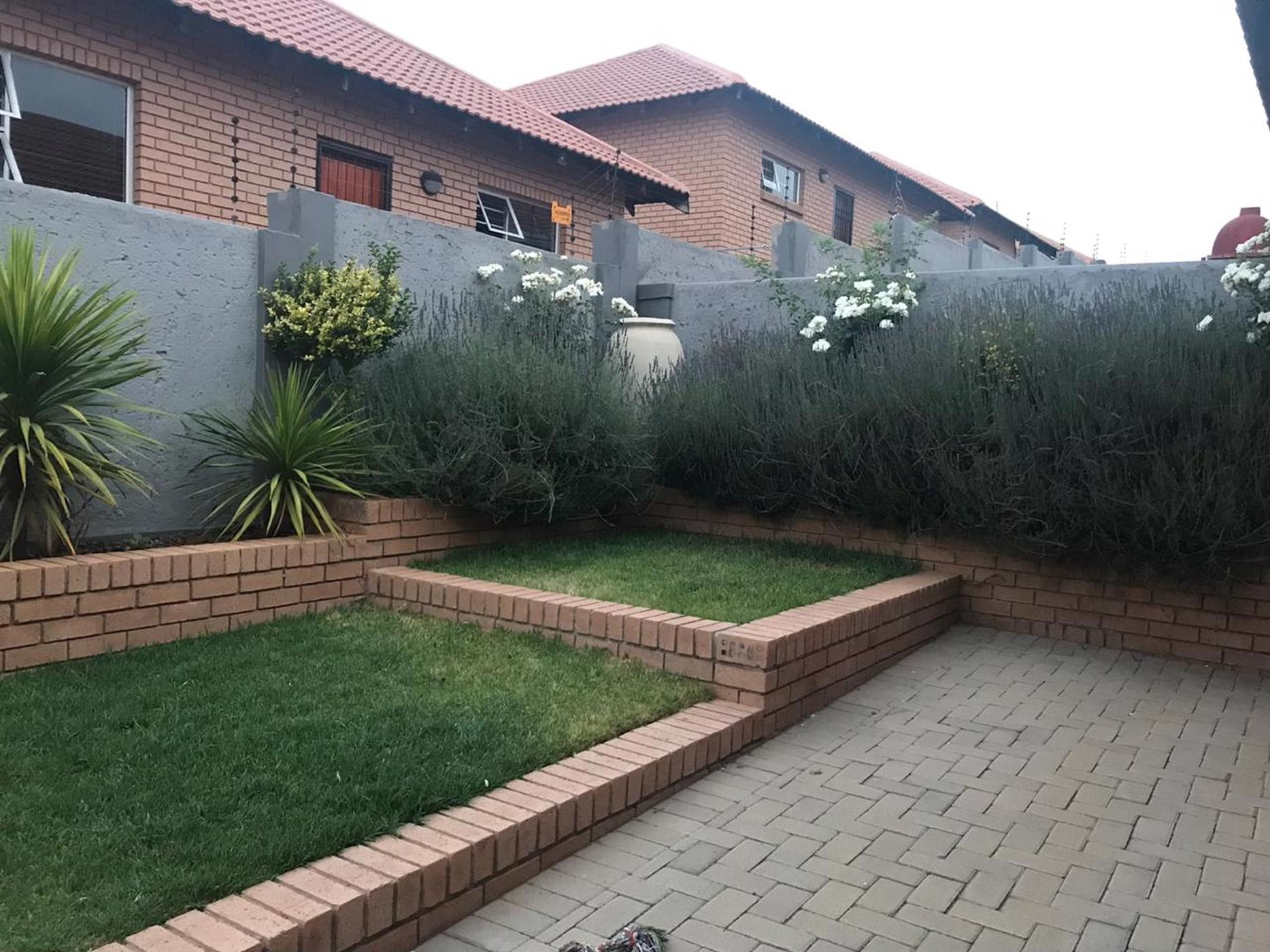 https://listing.pamgolding.co.za/images/properties/201811/1127131/H/1127131_H_5.jpg
