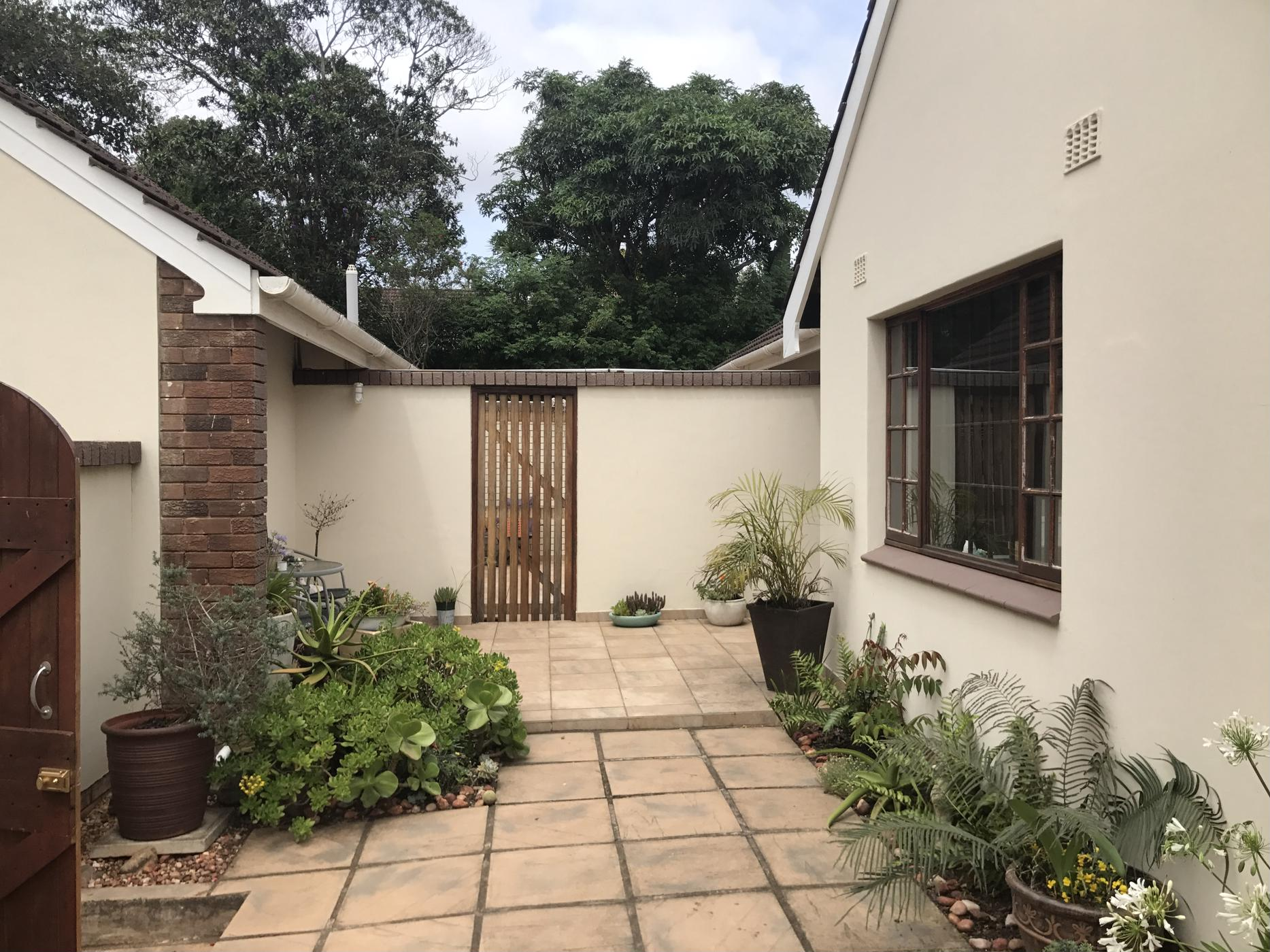 https://listing.pamgolding.co.za/images/properties/201811/1127580/H/1127580_H_4.jpg