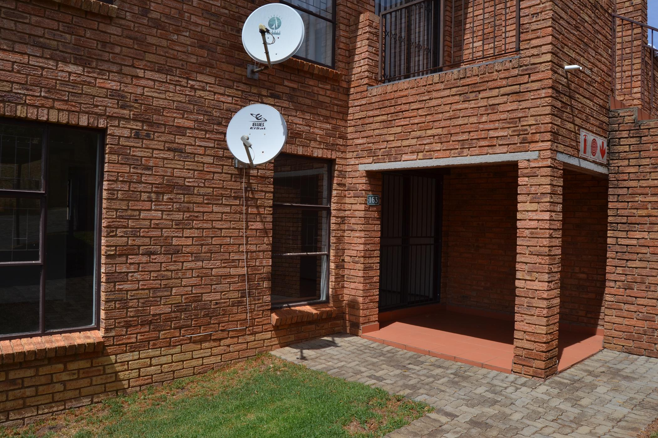 https://listing.pamgolding.co.za/images/properties/201812/1134514/H/1134514_H_1.jpg