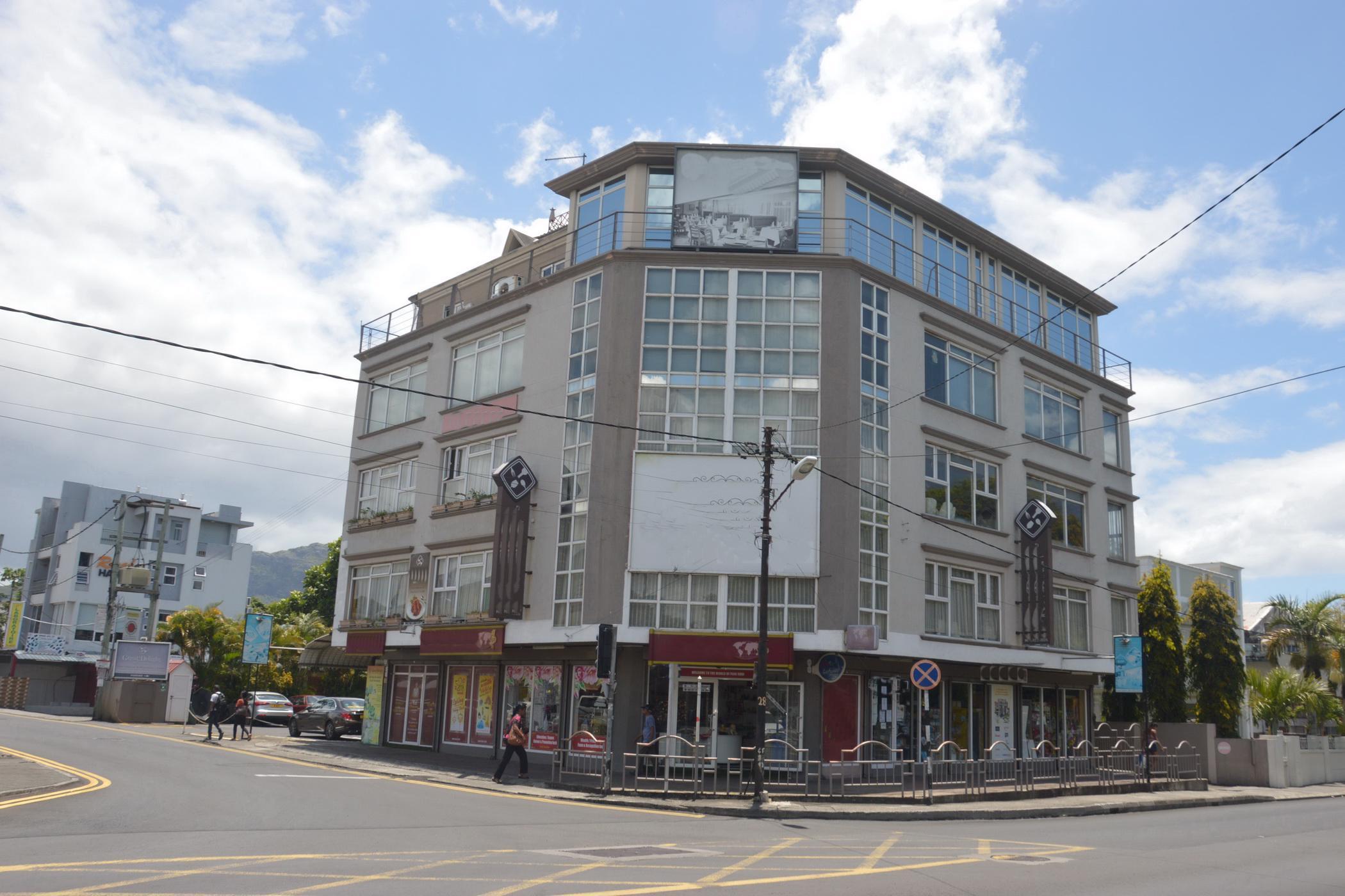 1645 m² commercial retail property for sale in Quatre Bornes (Mauritius)