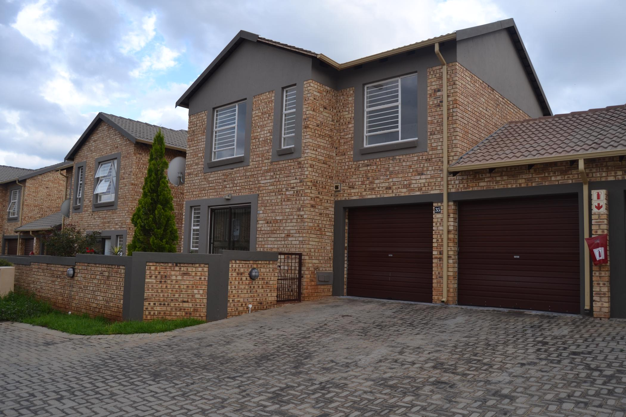 https://listing.pamgolding.co.za/images/properties/201901/1252923/H/1252923_H_17.jpg
