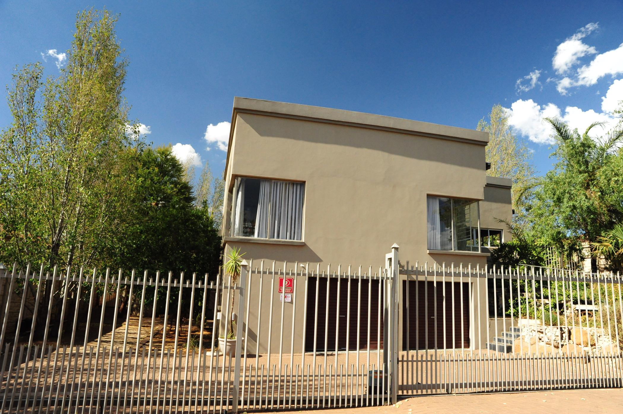 https://listing.pamgolding.co.za/images/properties/201901/1258701/H/1258701_H_1.jpg