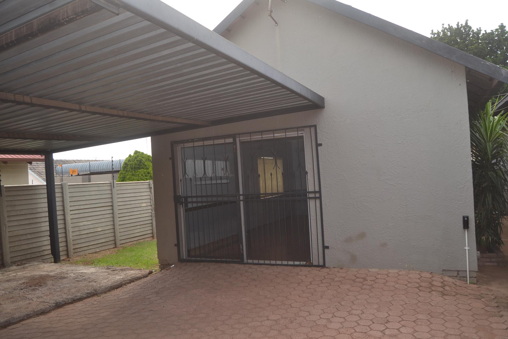 https://listing.pamgolding.co.za/images/properties/201902/1273424/H/1273424_H_1.jpg