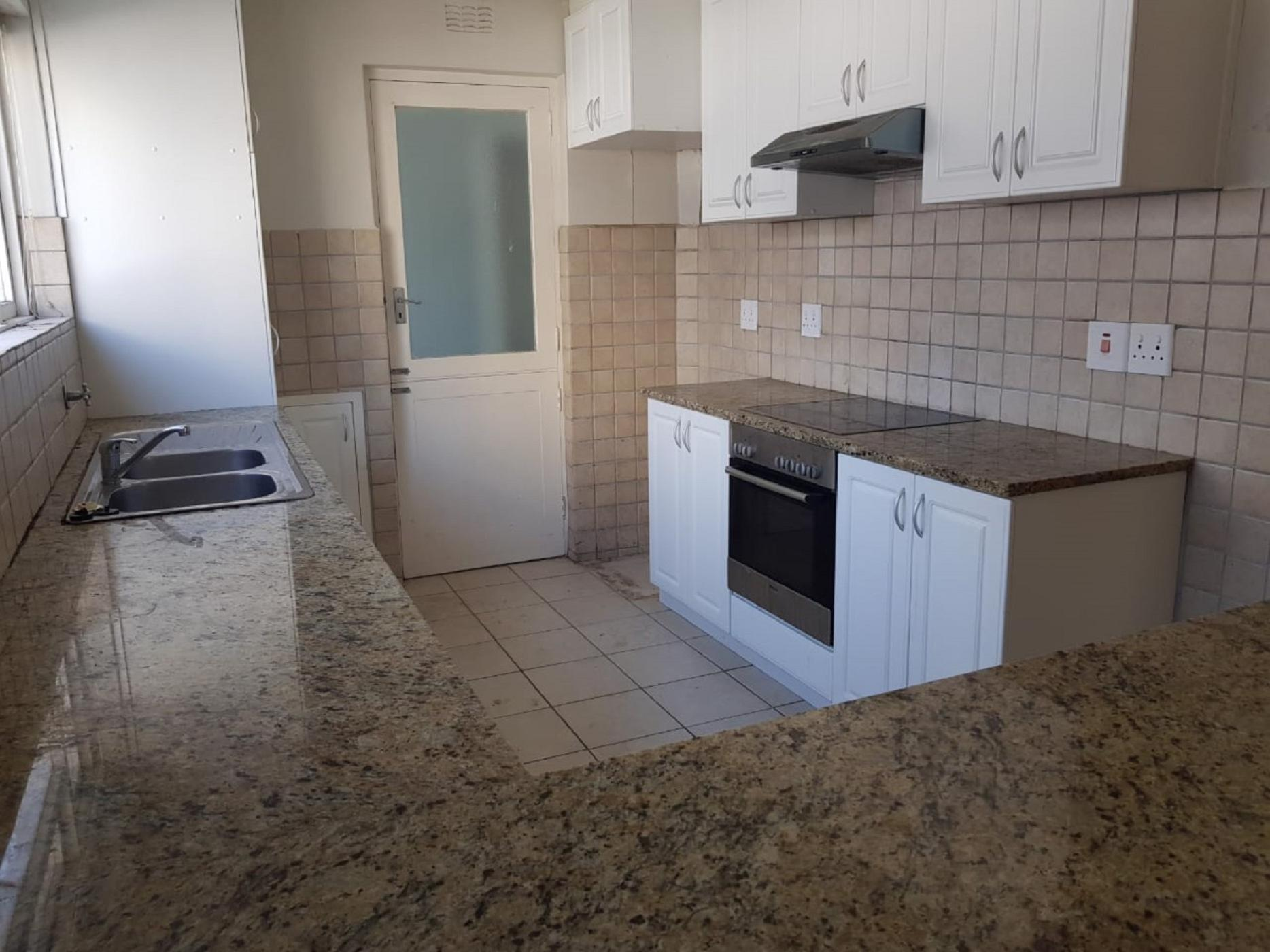 https://listing.pamgolding.co.za/images/properties/201902/1275921/H/1275921_H_16.jpg