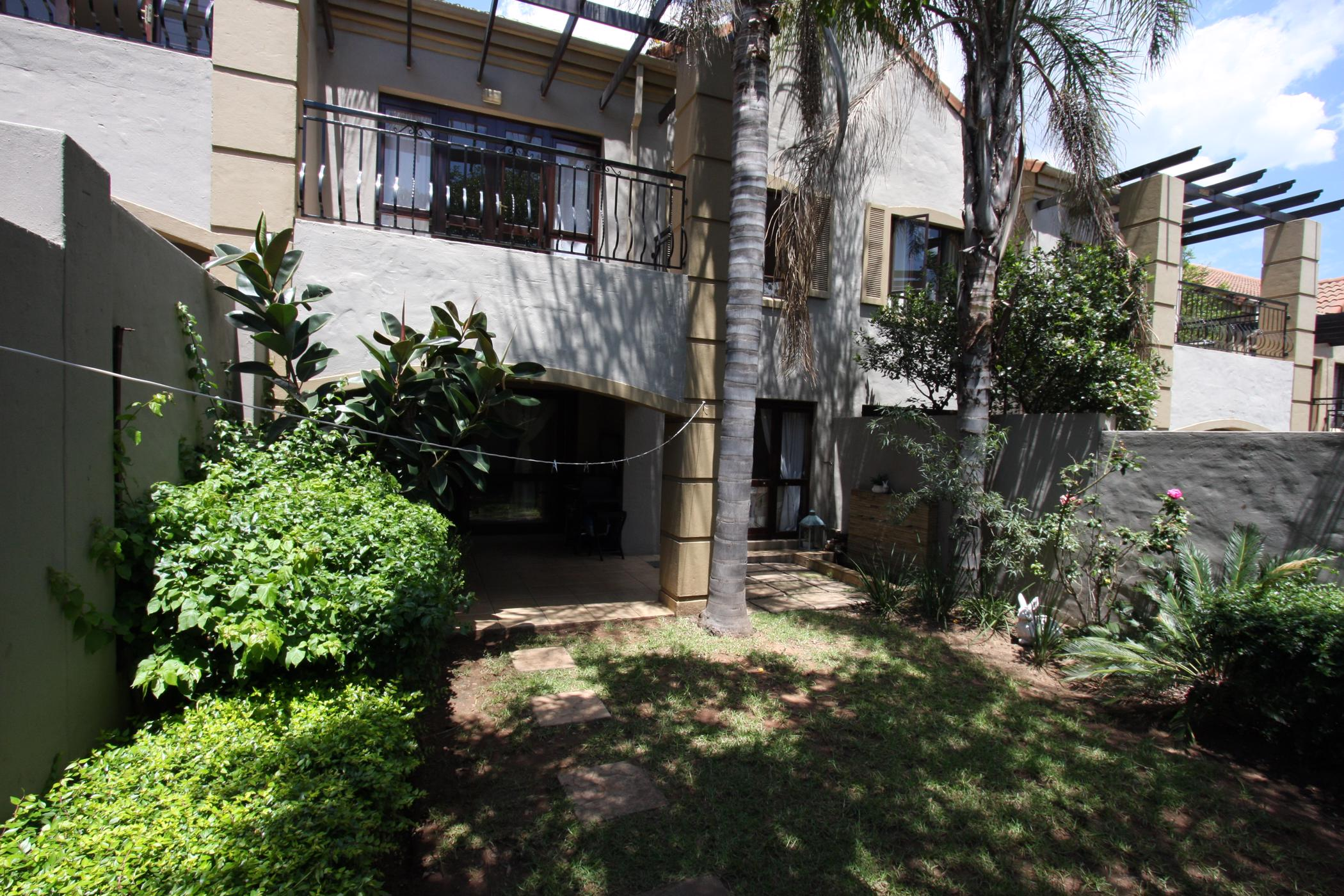 https://listing.pamgolding.co.za/images/properties/201902/1276146/H/1276146_H_5.jpg