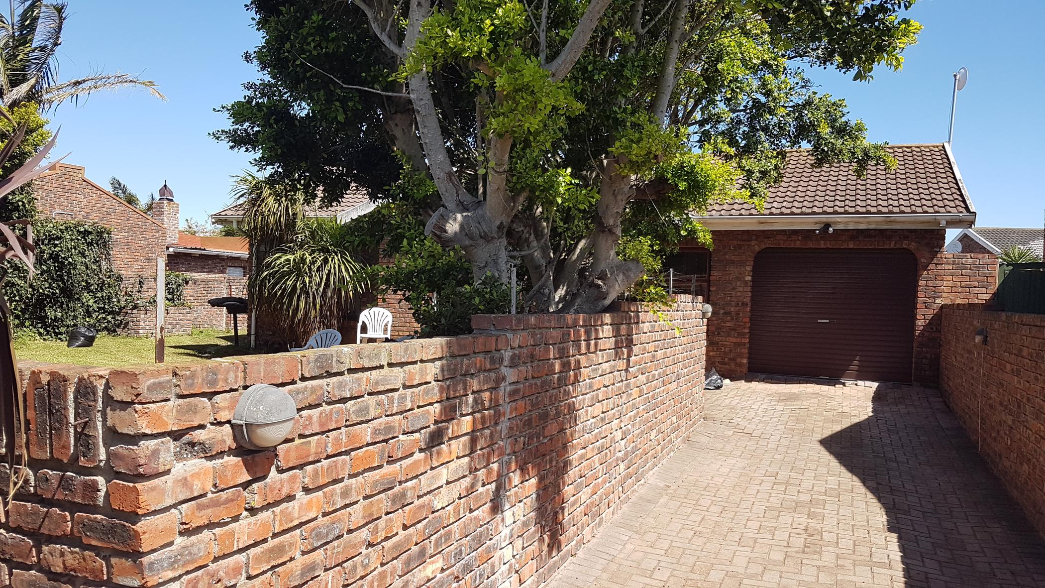 https://listing.pamgolding.co.za/images/properties/201903/1279815/H/1279815_H_1.jpg