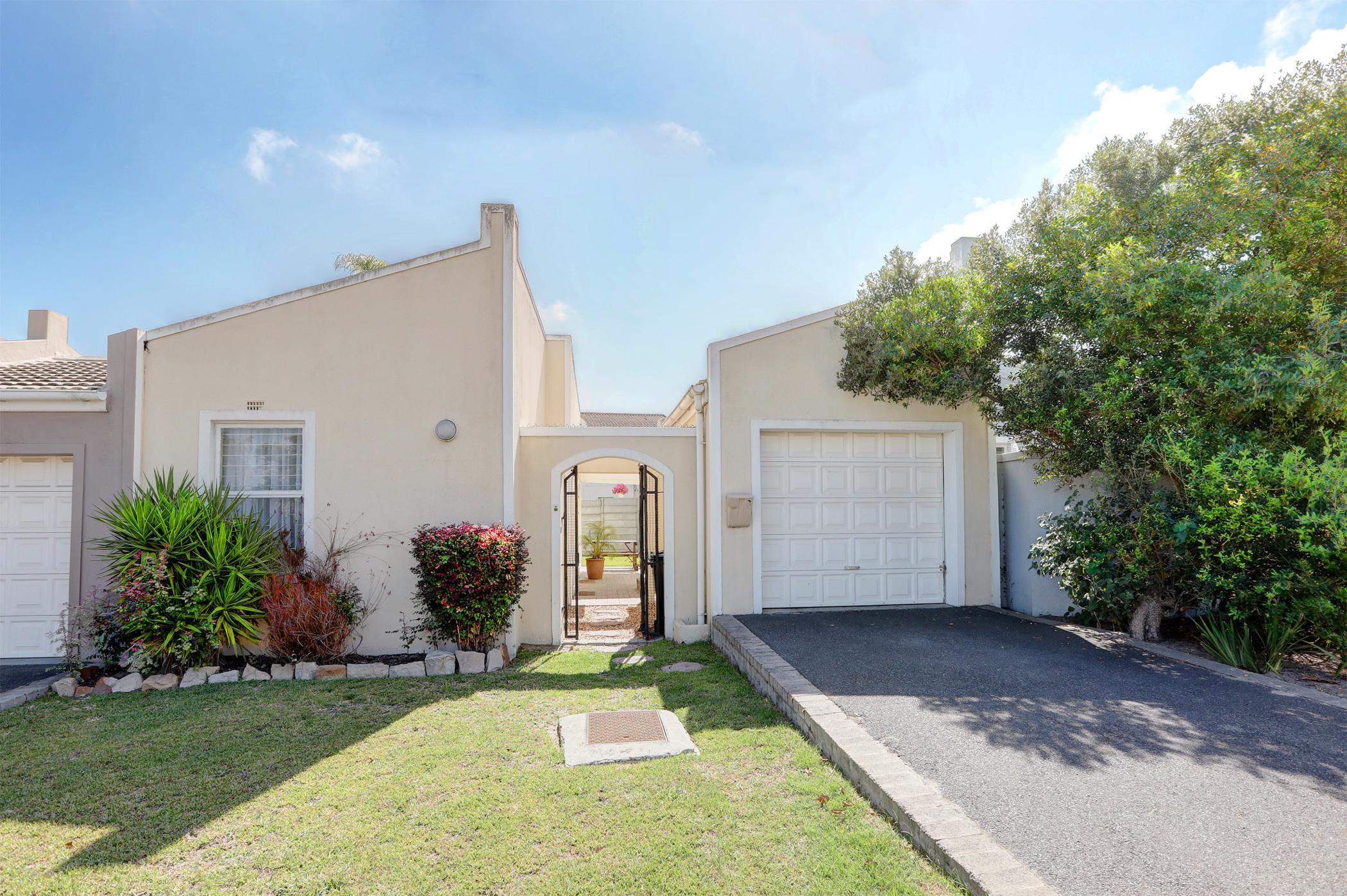https://listing.pamgolding.co.za/images/properties/201903/1280095/H/1280095_H_1.jpg