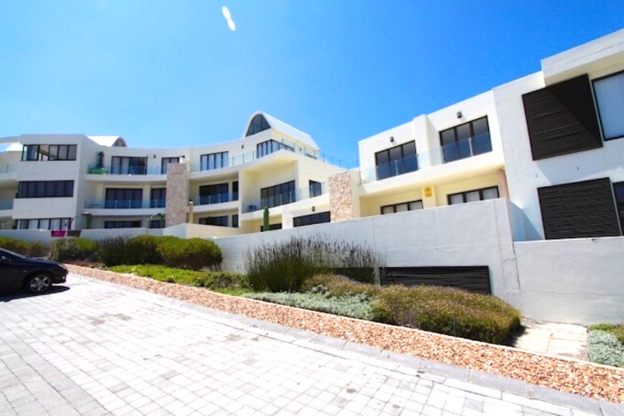 https://listing.pamgolding.co.za/images/properties/201903/1280796/H/1280796_H_1.jpg