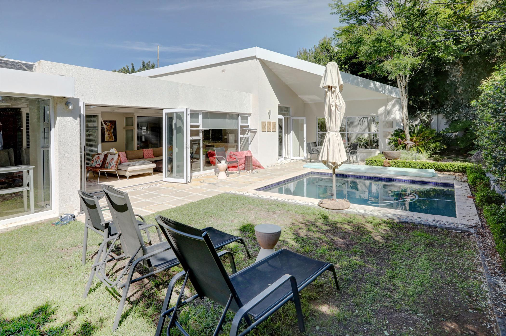 https://listing.pamgolding.co.za/images/properties/201904/1295393/H/1295393_H_3.jpg