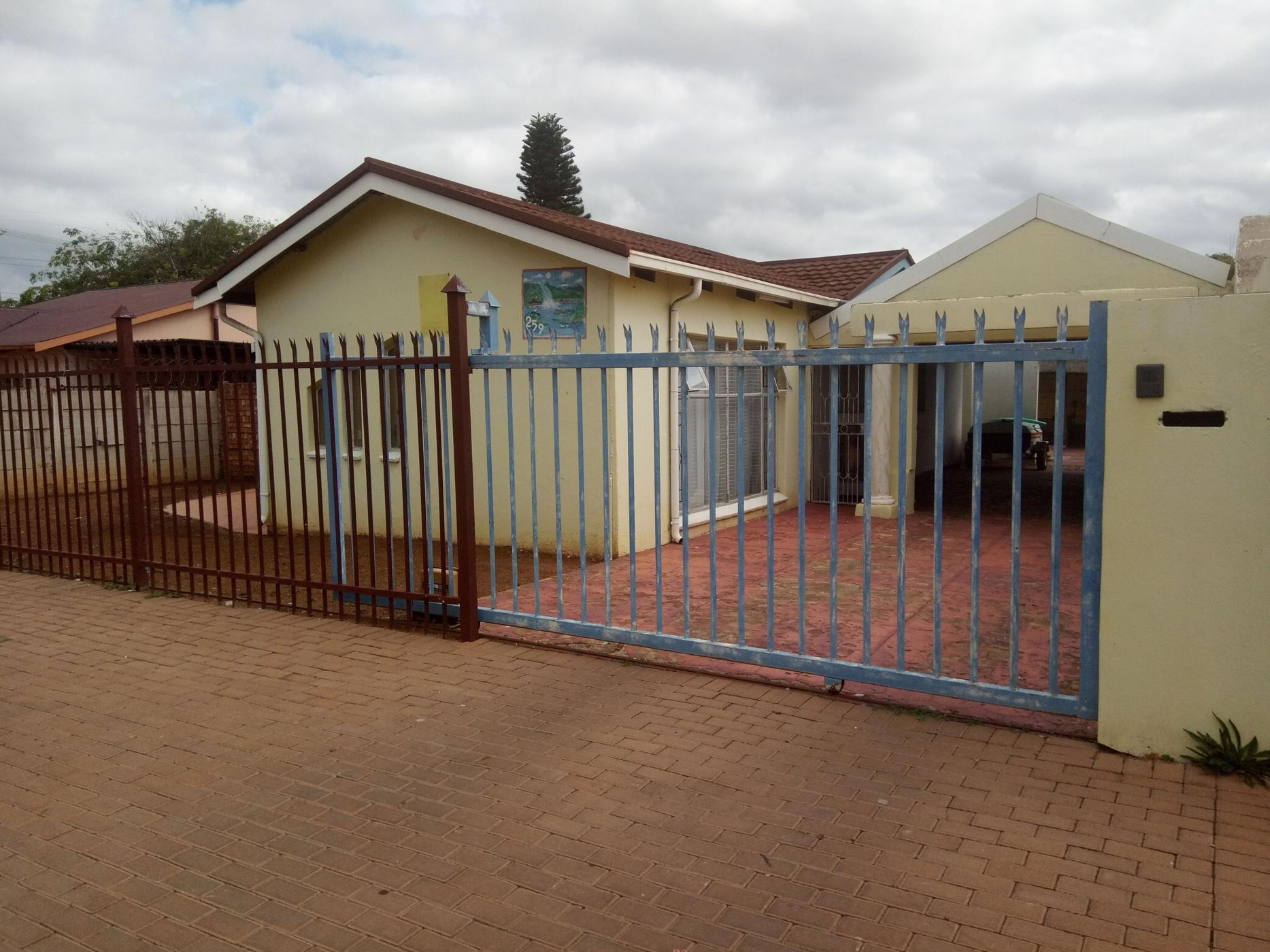 https://listing.pamgolding.co.za/images/properties/201904/1295715/H/1295715_H_11.jpg