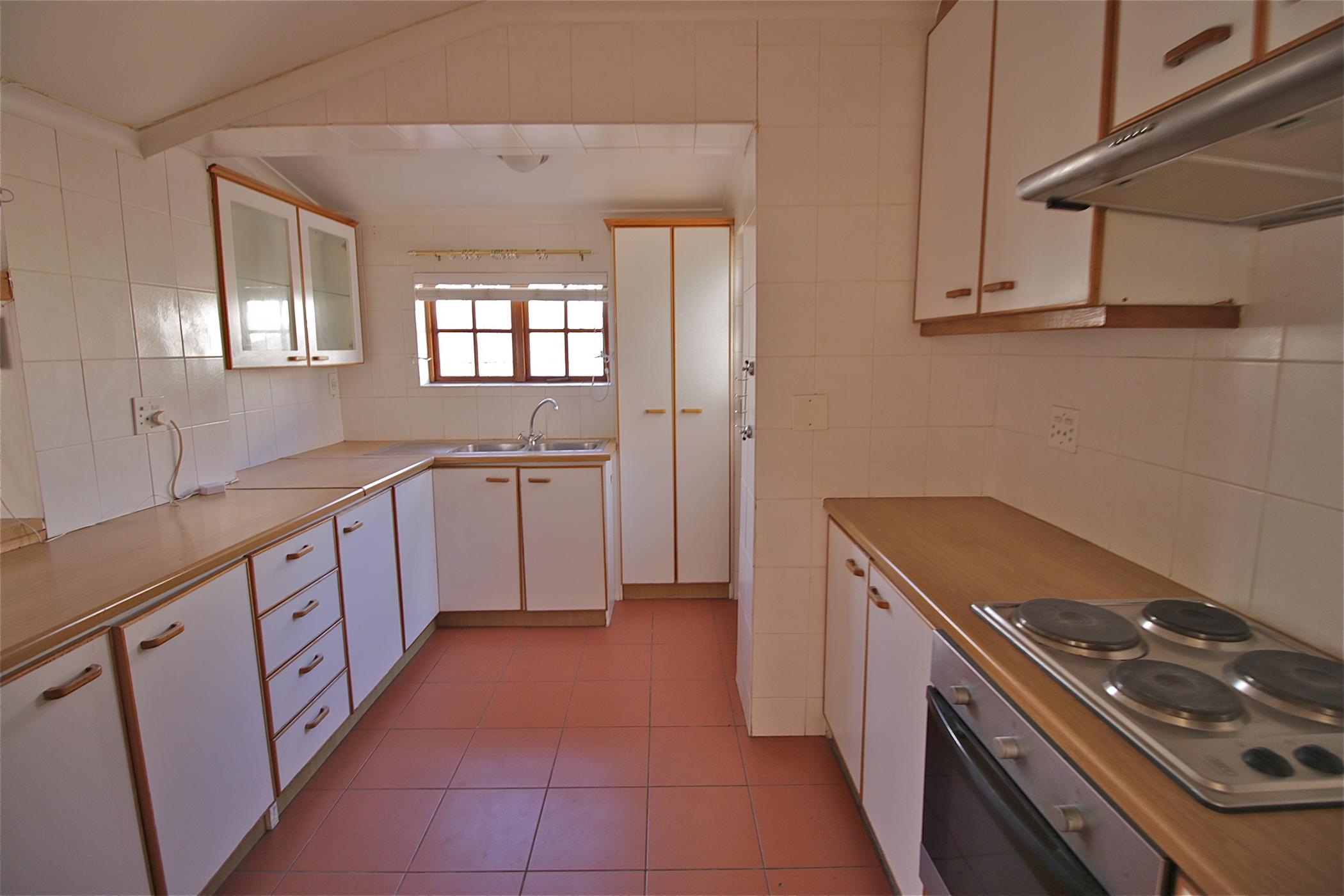 https://listing.pamgolding.co.za/images/properties/201904/1306993/H/1306993_H_33.jpg