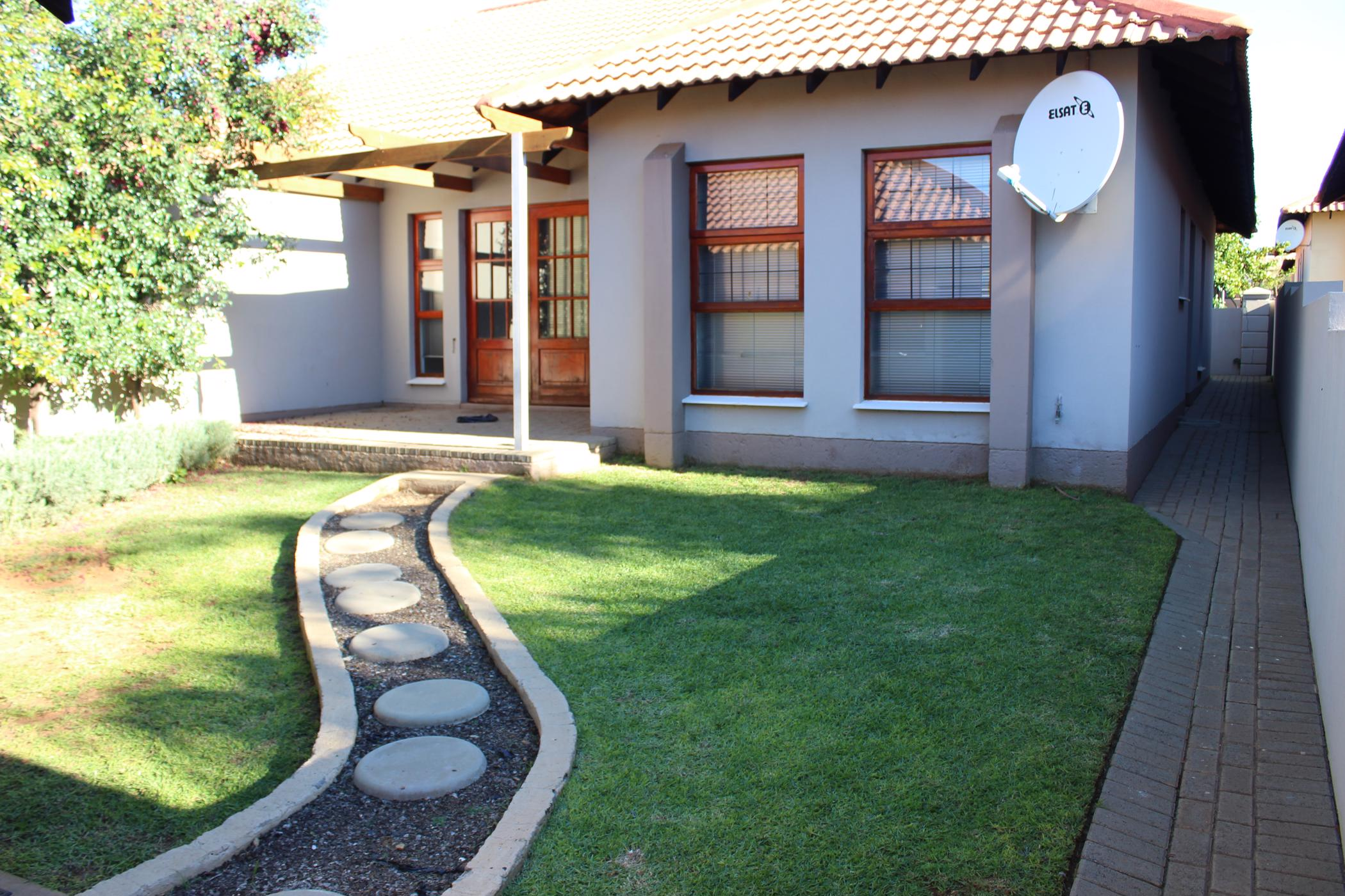 https://listing.pamgolding.co.za/images/properties/201904/1331324/H/1331324_H_3.jpg